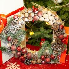 Новорічний, різдвяний вінок лісовий в бордових тонах