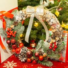 Новорічний, різдвяний вінок лісовий в червоних тонах